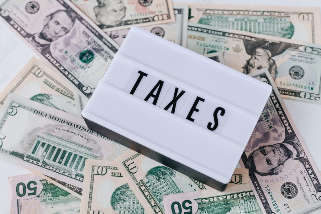 Schild (Steuern) + Geld