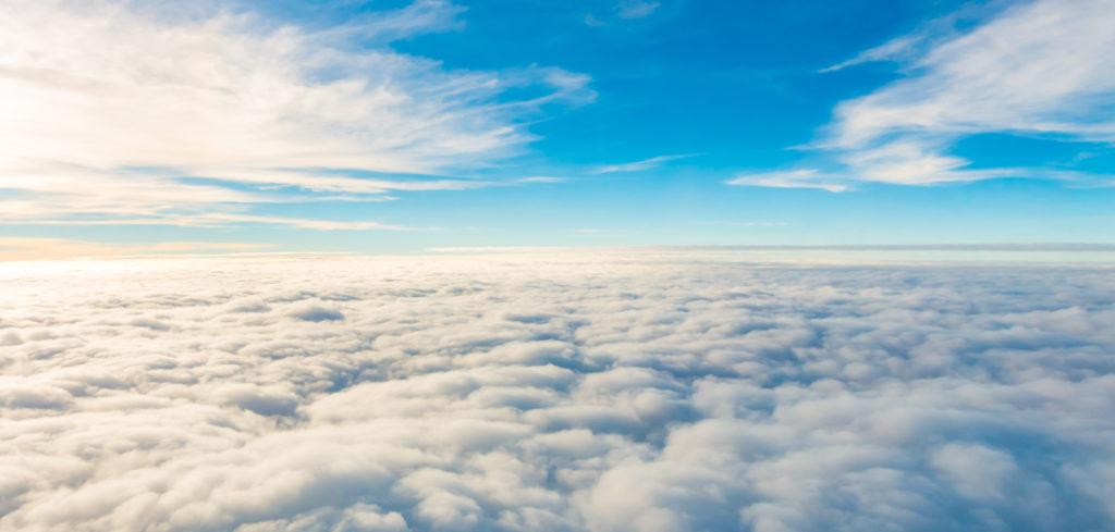 Ansicht oberhalb der Wolken