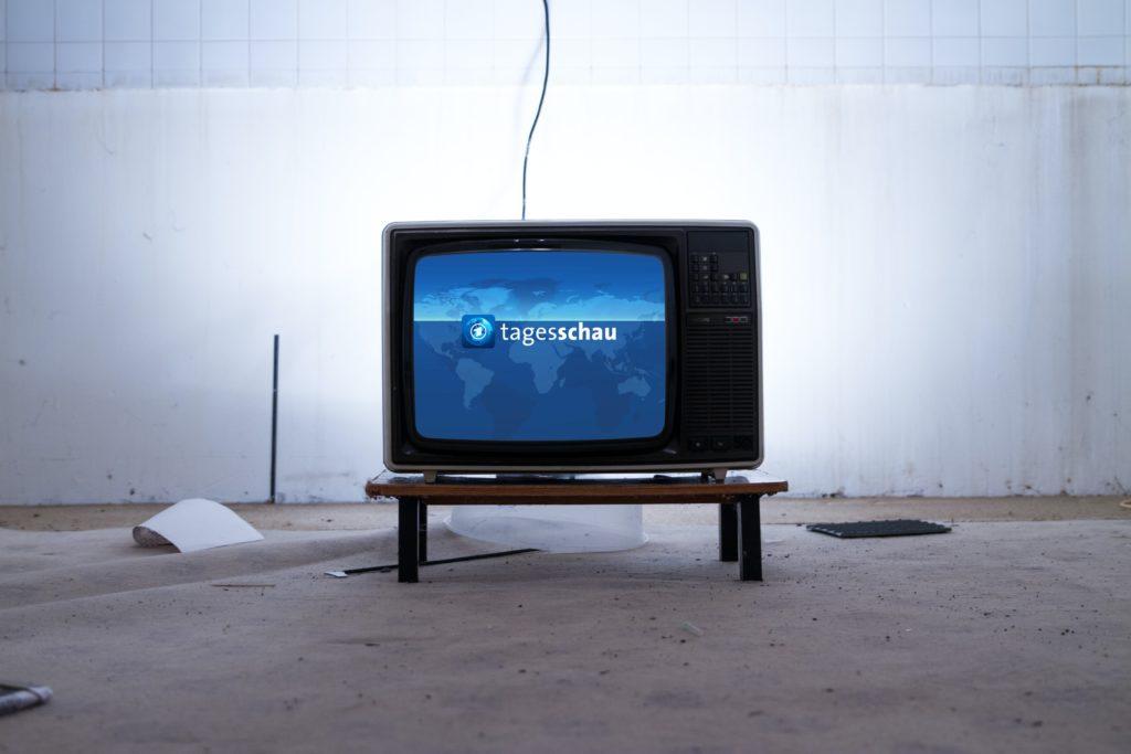 TV-Gerät mit Nachrichten