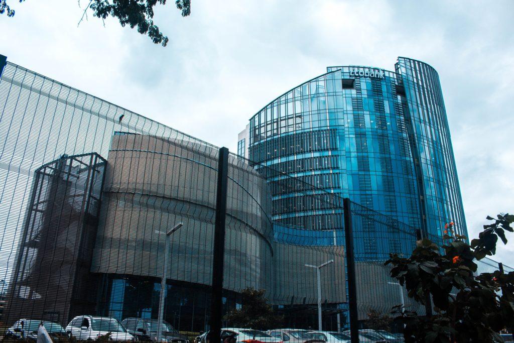 Glasverkleidetes Gebäude