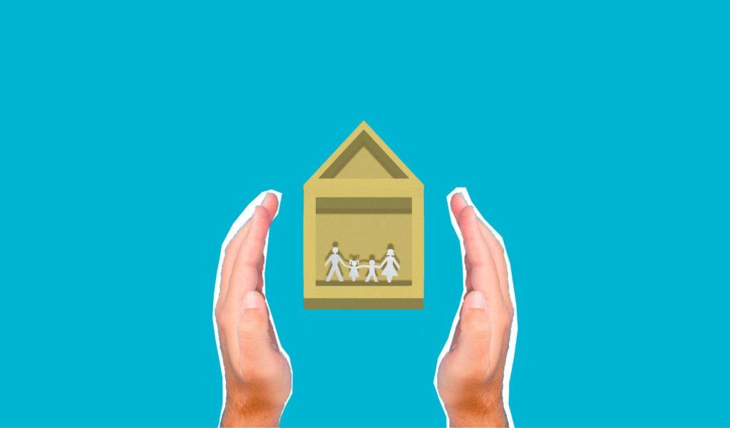 Hände schützen ein Haus