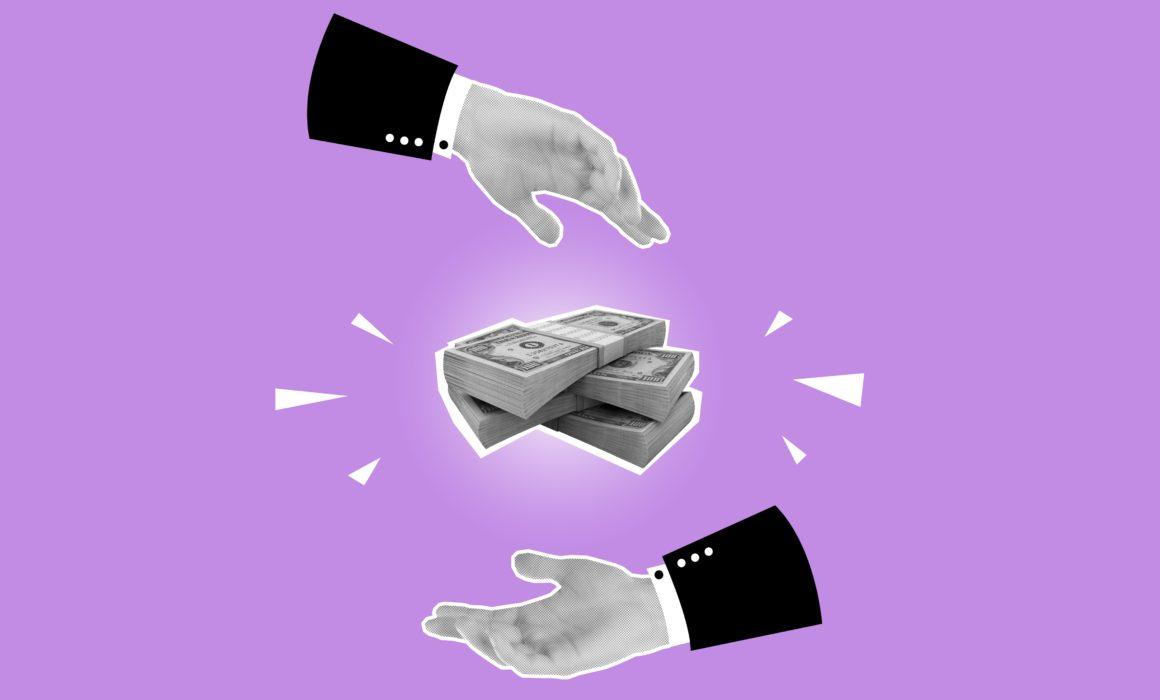 Geldscheine und zwei Hände
